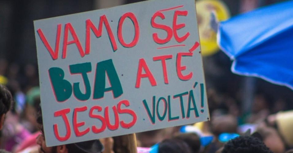 """19.fev.2017 - Está dado o recado no Acadêmicos do Baixo Augusta: """"Vamo se bja até Jesus voltá!"""""""