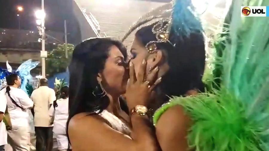 No ano passado, Luana Caetano aceitou o pedido de casamento da musa da Rocinha, Fran Petersen, em plena Sapucaí - Reprodução/TV UOL