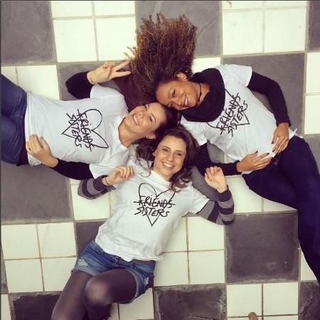 Fernanda Souza, Aretha Oliveira e Francis Helena no colégio onde foi gravada Chiquititas - Reprodução / Instagram