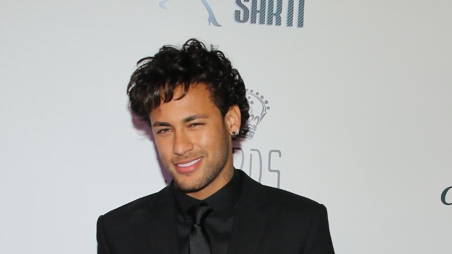 Com penteado novo e sem aliança, Neymar comparece ao leilão do Instituto Neymar em São Paulo - Manuela Scarpa, Iwi Onodera e Cláudio Augusto/Brazil News