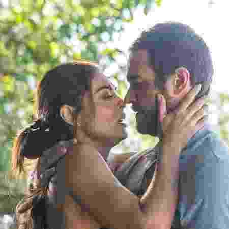 """Juliana Paes beija Emilio Dantas em """"A Força do Querer"""" - Raquel Cunha/TV Globo - Raquel Cunha/TV Globo"""