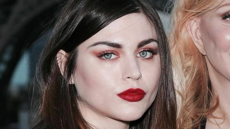 Filha de Kurt Cobain, Frances Bean Cobain recebe US$ 95 mil mensais apenas com direitos de imagem do pai - Reprodução