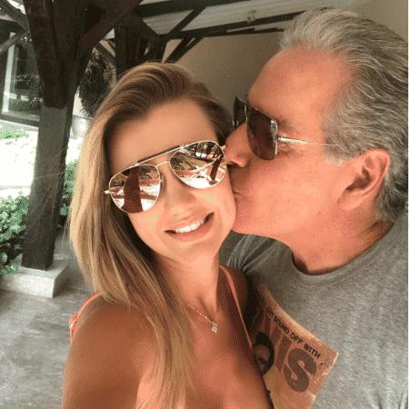 Roberto Justus beija a mulher, Ana Paula Siebert - Reprodução/Instagram/robertoljustus