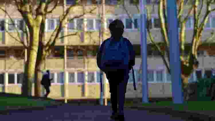 Bullying pode ser agressão física, verbal ou relacional, que faça a vítima se sentir isolada e excluída - Getty Images - Getty Images