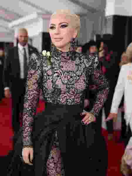 Lady Gaga comparece ao Grammy 2018 usando uma rosa branca para protestar contra o assédio - Christopher Polk/Getty Images for NARAS