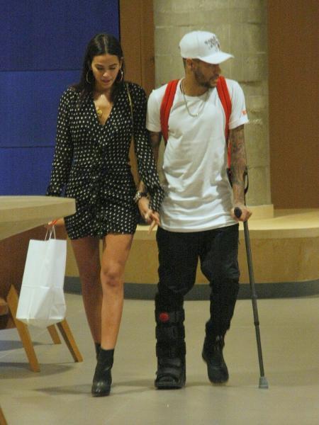 Bruna Marquezine e Neymar passeiam de mãos dadas em shopping no Rio - Imagem/AgNews