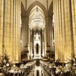 Nada de tapete vermelho: o caminho da noiva até o altar contou com superfície iluminada, que lembrava um espelho  - Reprodução/Instagram