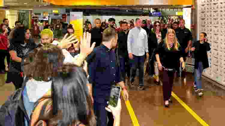 Sandra Bullock causa um pequeno tumulto no Aeroporto Internacional de Guarulhos - Marcello Sá Barretto/Ag News - Marcello Sá Barretto/Ag News