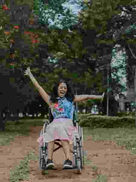 Layane fez um piercing no nariz em junho do ano passado e está há seis meses na cadeira de rodas - Barbara Leite - Barbara Leite