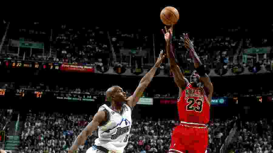 Michael Jordan em ação na NBA pelo Chicago Bulls com a camisa 23  - NBAE / Getty Images