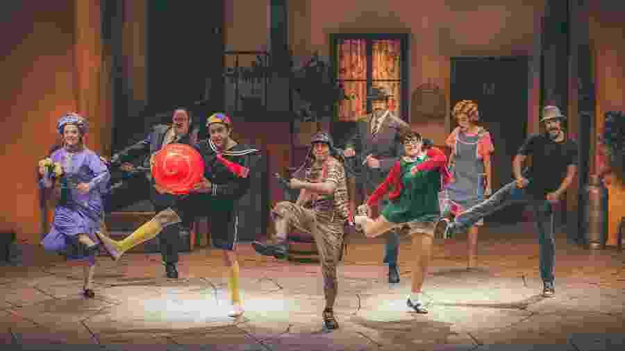 Atores em cena de Chaves - Um Tributo Musical, que reproduz fielmente vila do seriado mexicano - Stephan Solon/Divulgação