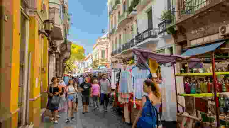 O bairro de San Telmo é destino certo aos sábados, dia de feira nas ruas - Ente de Turismo de la Ciudad de Buenos Aires/Divulgação
