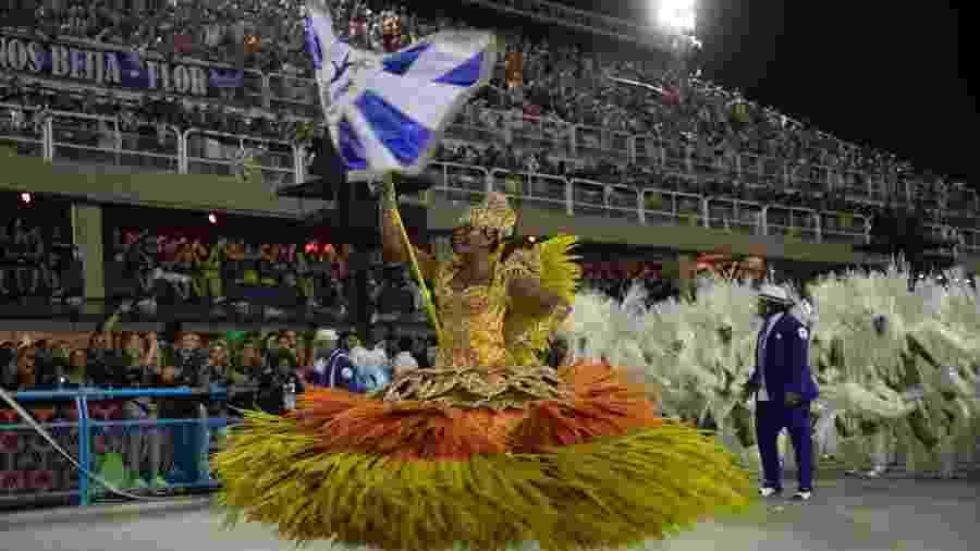25.fev.2020 - Beija Flor encerrou a segunda noite de desfiles na Marquês de Sapucaí - Luciola Vilella/UOL