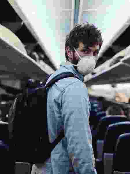 homem viagem avião pandemia - Getty Images - Getty Images