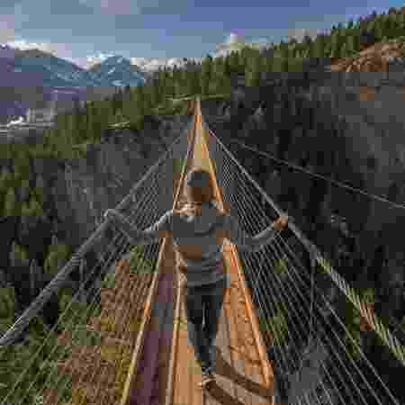 Pontes estarão ligadas por trilha em meio a paisagens de tirar o fôlego - Golden Skybridge by Pursuit - Golden Skybridge by Pursuit