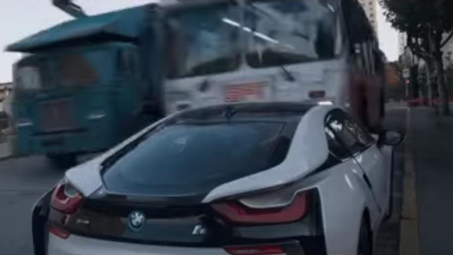BMW i8 é destruído por ônibus em Shang-Chi e a Lenda dos Dez Anéis - Divulgação