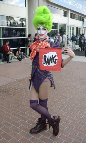 9.jul.2015 - A drag Discord Adams se veste de drag Coringa para participar da San Diego Comic Con