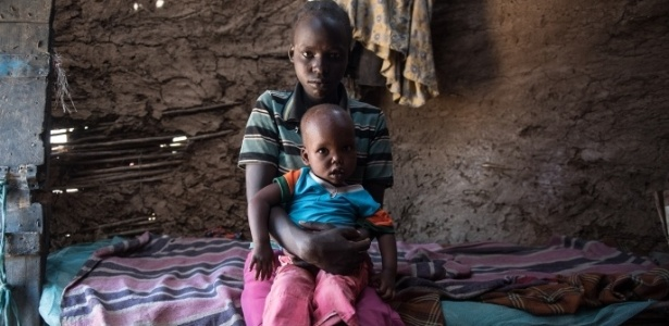 Damaris Monty e sua filha. A queniana foi submetida à mutilação genital aos 11 anos - Divulgação/Actionaid
