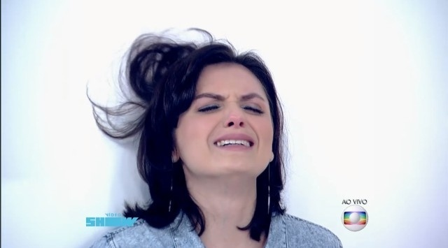"""Monica Iozzi refaz cena de Viscky, de """"Verdades Secretas"""", no programa """"Vídeo Show"""""""