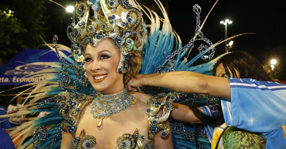 8.fev.2016 - Depois de ser homenageada em São Paulo, a atriz Cláudia Raia se prepara para desfilar no Rio com a Beija-Flor