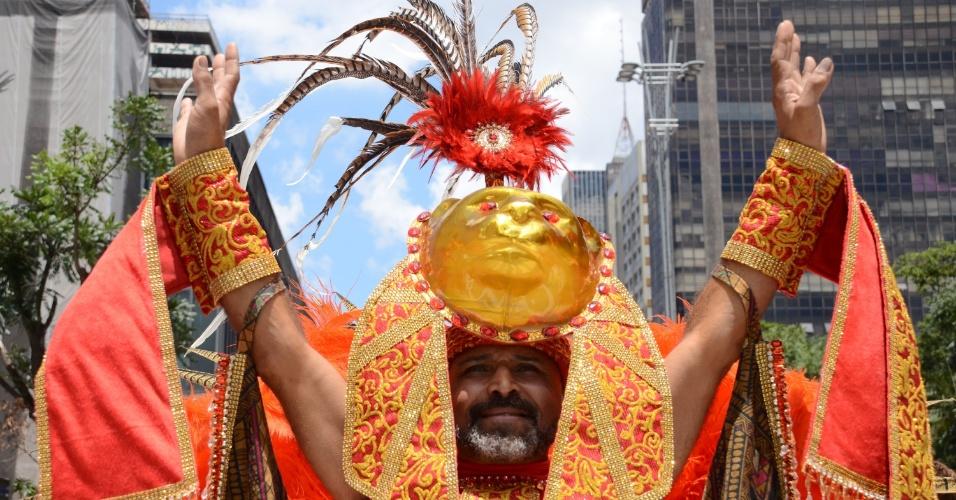 14.fev.2016 - Concurso de fantasia anima foliões na tarde deste domingo na Avenida Paulista. O evento é realizado pela Secretaria Municipal de Turismo e Cultura