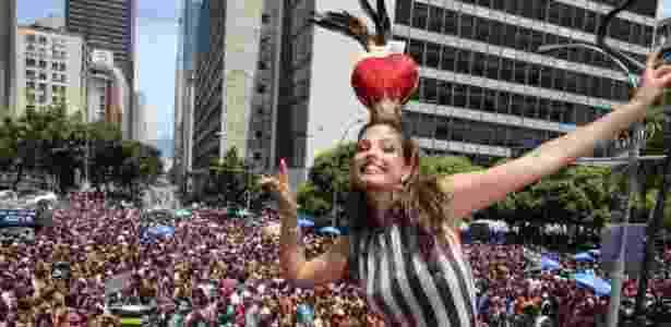 Emanuelle Araújo, primeira rainha de bateria da história do Monobloco, no desfile de 2016 - Zulmair Rocha/UOL