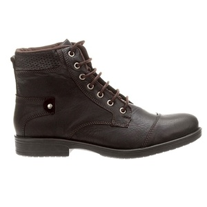 34eb1c61b Chega de sapatênis: outros calçados masculinos para ocasiões semi ...