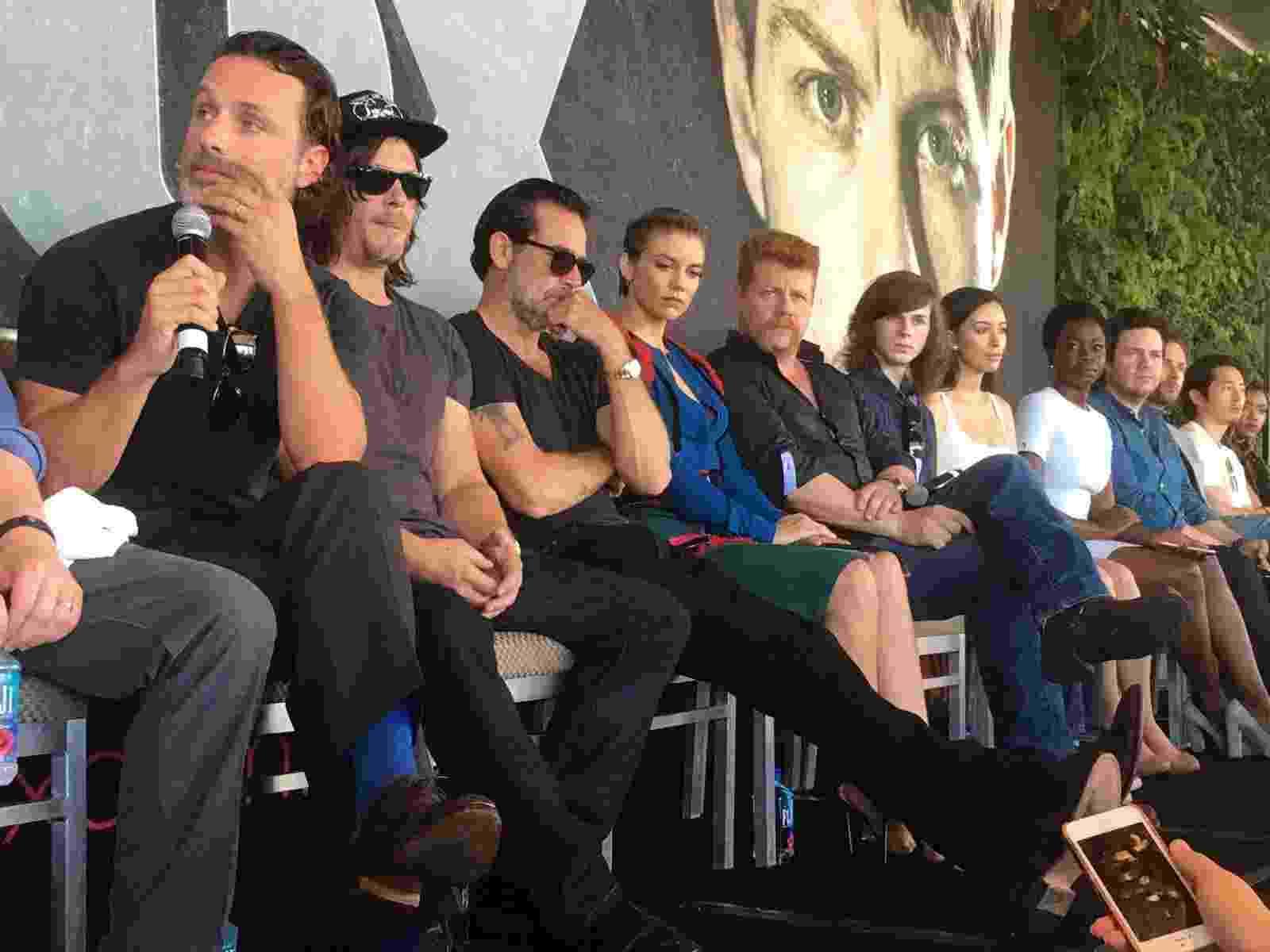 """22.jul.2016 - Elenco e produtores de """"Walking Dead"""" falam durante a Comic-Con, em San Diego, sobre novidades da sétima temporada da série - James Cimino/UOL"""