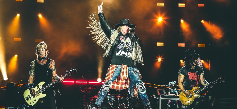 """Duff McKagan, Axl Rose e Slash, baixista, vocalista e guitarrista do Guns N"""" Roses - Divulgação"""