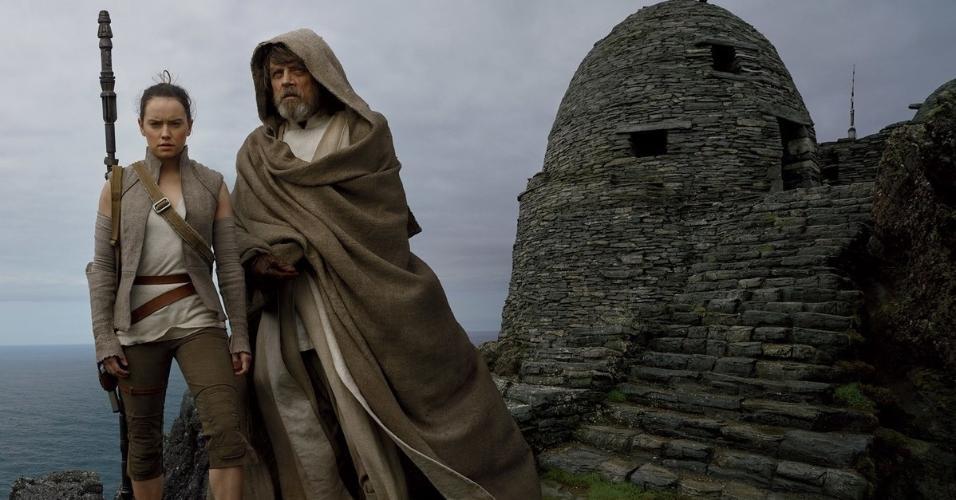 Daisy Ridley como Rey e Mark Hamill como Luke Skywalker posam na Irlanda para Annie Leibovitz