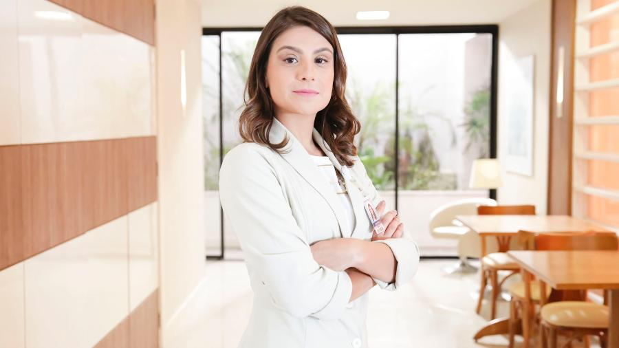 """A atriz Patrícia Elizardo interpreta a médica obstetra Tônia, casada com Bruno (Caio Paduan) em """"O Outro Lado do Paraíso"""" - Tatá Barreto/Globo"""