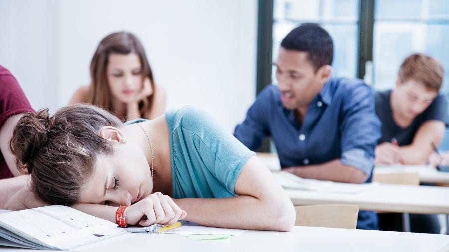 Pais de adolescentes que tem dificuldade de dormir culpam o uso de celulares pelo sono ruim - iStock