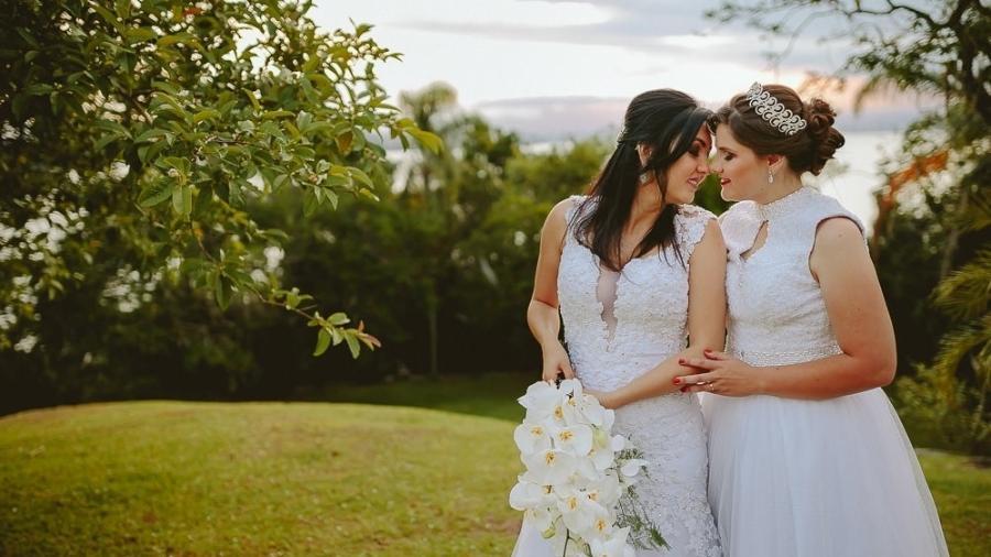 A cerimônia de casamento de Adrieli e Anelise Shons; elas tiveram que contratar um advogada para defender o casamento - Rodrigo Santos/Divulgaçaõ