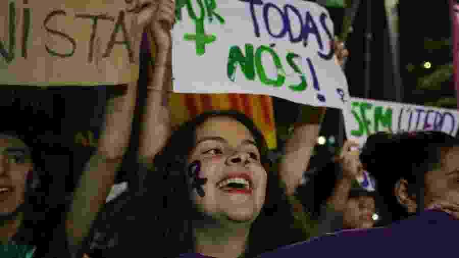Mulheres de diversos movimentos sociais em protesto em São Paulo, que pede a descriminalização do aborto - Fábio Vieira/FotoRua/Folhapress