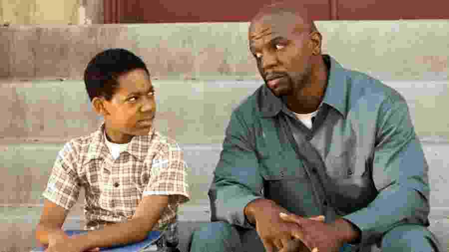 """Tyler James Williams (Chris) e Terry Crews (Julius) na série """"Todo Mundo Odeia o Chris"""" - Reprodução"""