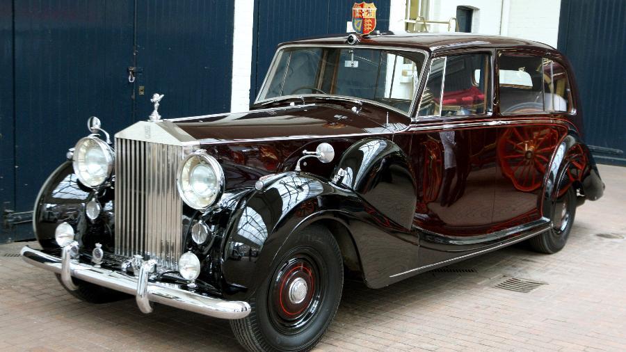 Um dos carros da Rolls Royce da rainha como este, usado nos casamentos reais de William e Kate, além de Harry e Meghan, será leiloado - Getty Images