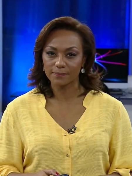 """Luciana Camargo apresenta o """"RedeTV News"""" - Reprodução/RedeTV!"""