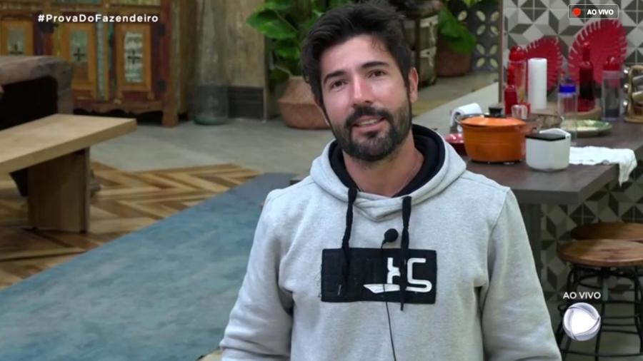 Sandro Pedroso conversa com o apresentador Marcos Mion  - Reprodução/RecordTV