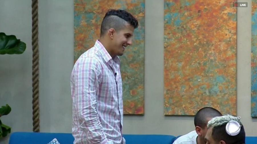 Felipe Sertanejo é o representante da equipe Terra na prova de fogo desta semana - Reprodução/RecordTV