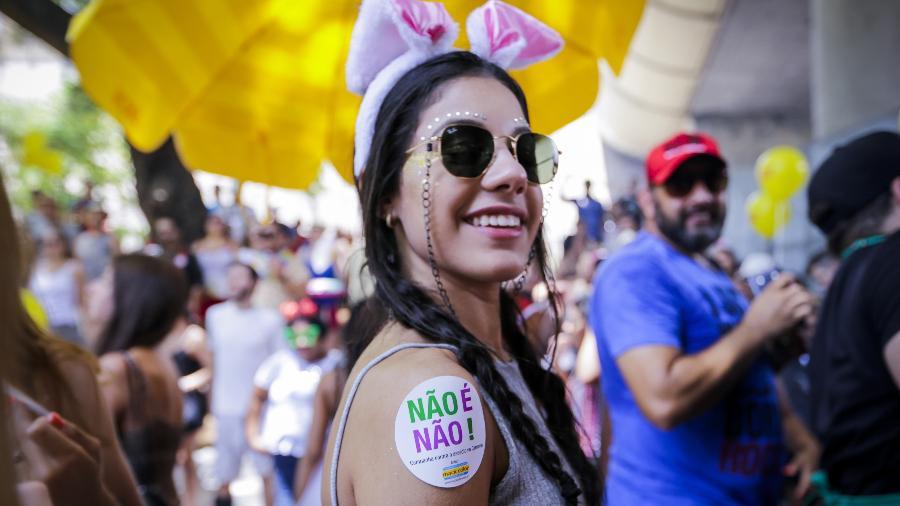 """Adesivos da campanha """"Não É Não"""", contra o assédio, devem ser distribuídos no Carnaval - Marcelo Justo - 11.fev.2018/UOL"""
