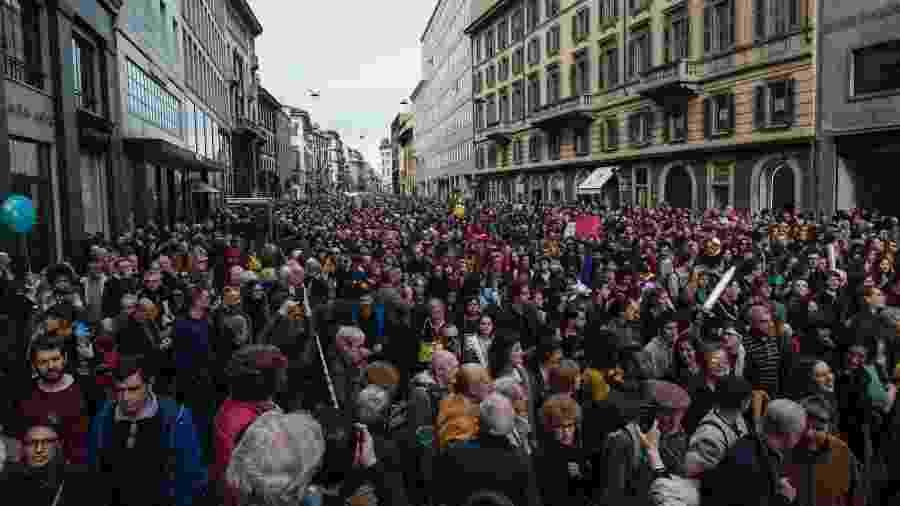 Mais de 150 mil pessoas se reuniram pelas ruas de Milão em marchas anti-racismo.  - Getty Images