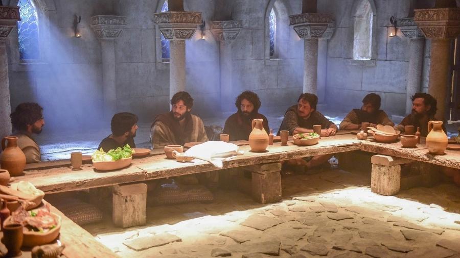 """Jesus reúne os apóstolos para a Santa Ceia em cena da novela """"Jesus"""", da Record - Blad Meneghel/Record"""