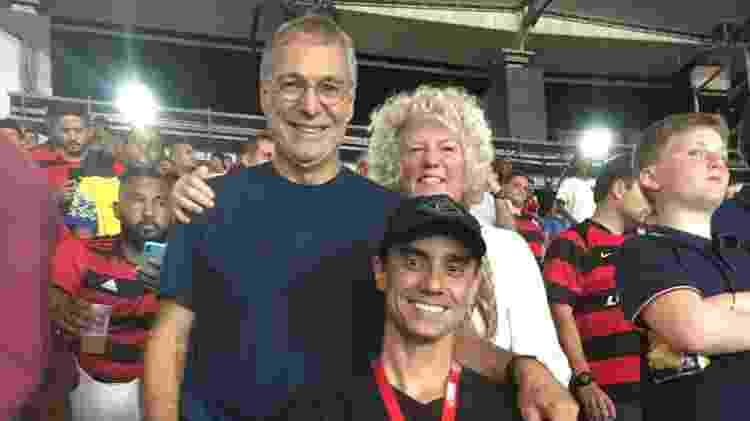 Não faltou uma visita a um estádio de futebol durante a passagem do casal pelo Brasil - Arquivo pessoal