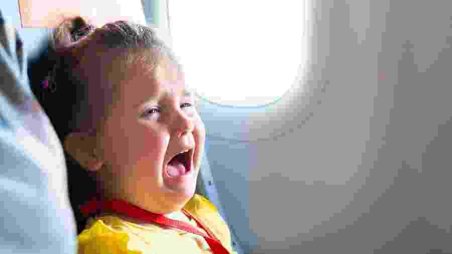 Japan Airlines lança ferramenta para combater crianças que gritam no avião - Getty Images/iStockphoto