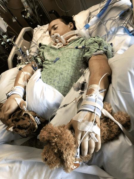 Antes do transplante, Ament foi mantido vivo graças a uma máquina de oxigenação por membrana extracorpórea, que atua como coração e pulmões artificiais, oxigenando e circulando o sangue - Fight4Wellness