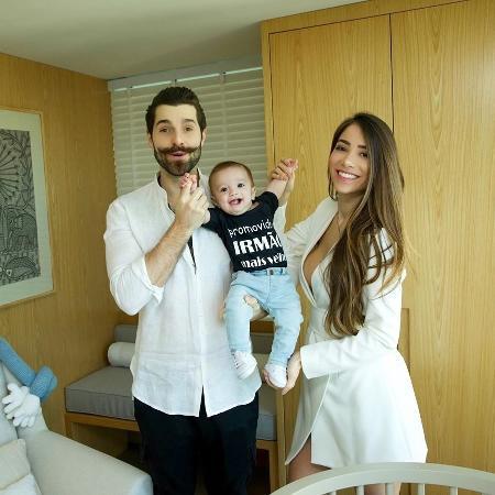 Romana Novais e Alok, com Ravi, anunciam gravidez do segundo filho  - Reprodução/Instagram