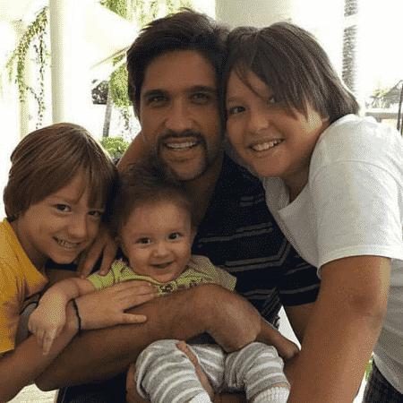Leo e filhos - Reprodução/Instagram - Reprodução/Instagram