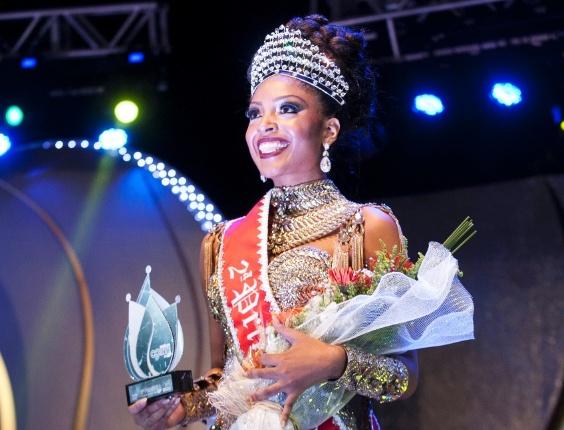 18.dez.2015 - Daniela Santana, da Nenê de Vila Matilde, é eleita a segunda princesa e leva para casa um cheque no valor de R$ 14 mil