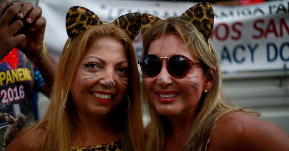 6.fev.2016 - Folionas escolheram o visual de oncinha para desfilar com a Banda de Ipanema no Carnaval do Rio