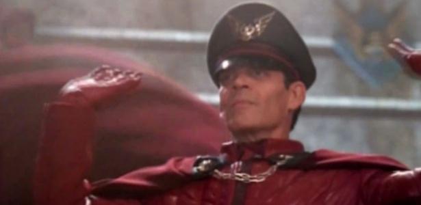 Raúl Juliá foi um dos grandes nomes do cinema que interpretaram personagens saídos dos games - Reprodução